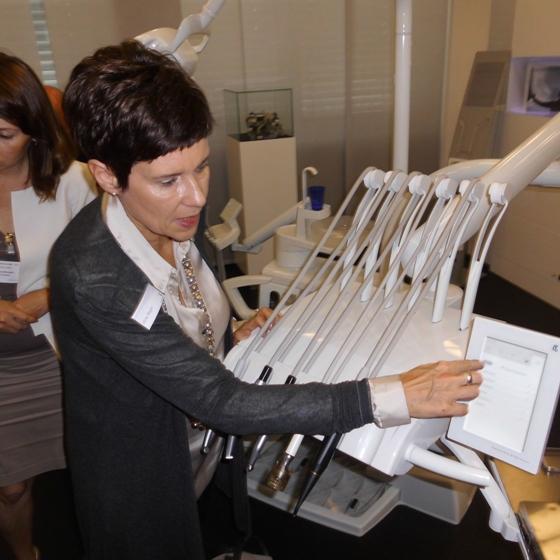Фахівці КаВо продемонстрували на прикладі установок серії Естетіка основні  принципи Каво Дентал – безпека для лікаря та пацієнта e06880cde271d
